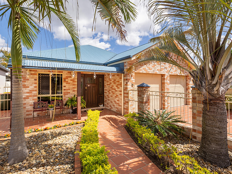 Vivid Productions Residential Photography Kuraby - Front Entrance and Garden