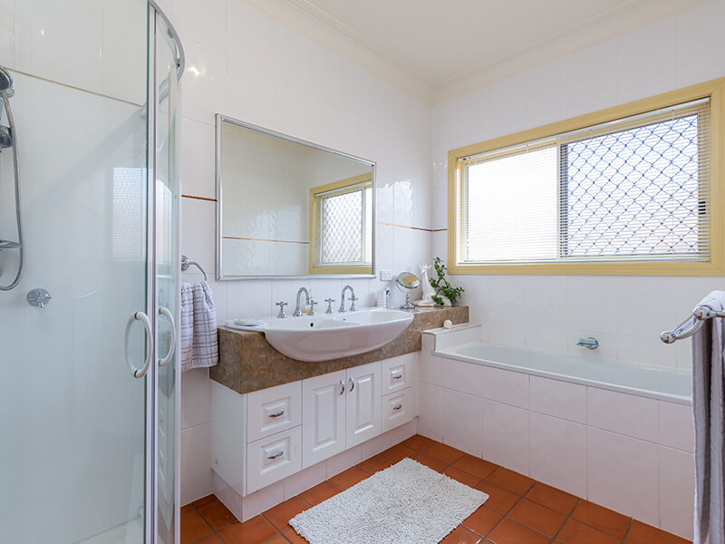 Vivid Productions Residential Photography Kuraby - House Shower, Sinks and Bath