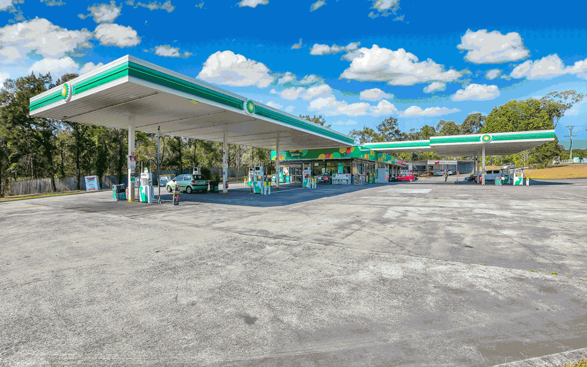 Vivid Productions Commercial Real Estate Photography - Gasoline Station Distant View